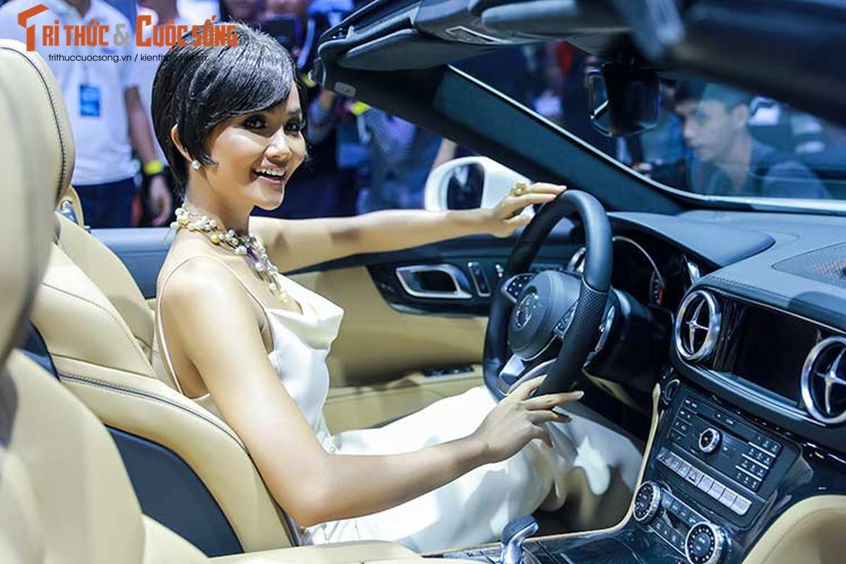 Hoa hau H'Hen Nie do dang cung dan xe sang Mercedes-Benz-Hinh-5