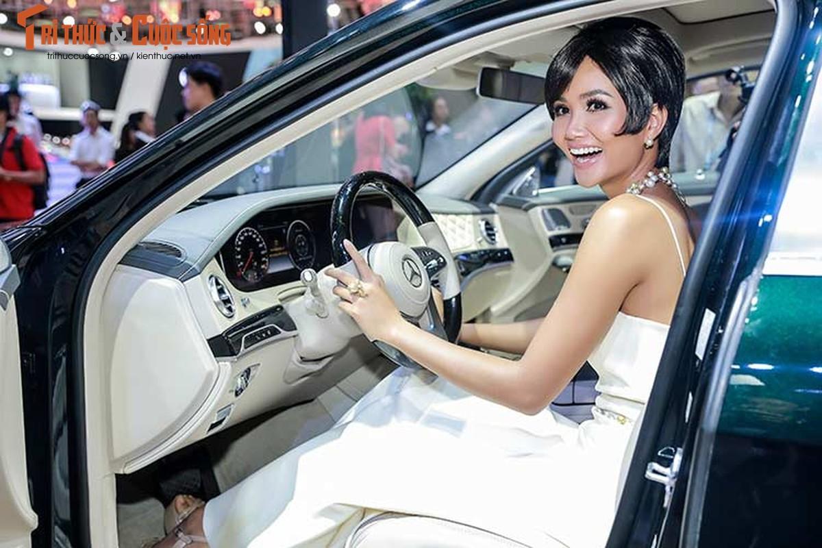 Hoa hau H'Hen Nie do dang cung dan xe sang Mercedes-Benz-Hinh-6