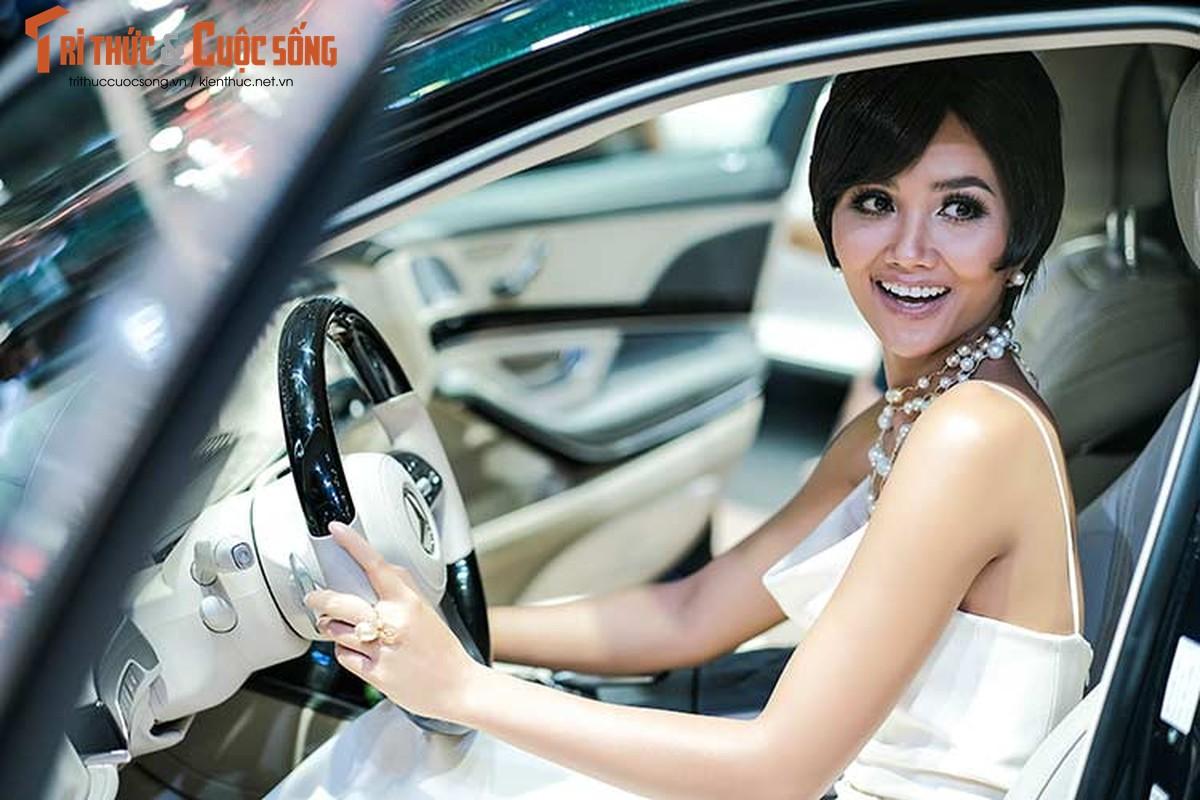 Hoa hau H'Hen Nie do dang cung dan xe sang Mercedes-Benz-Hinh-9