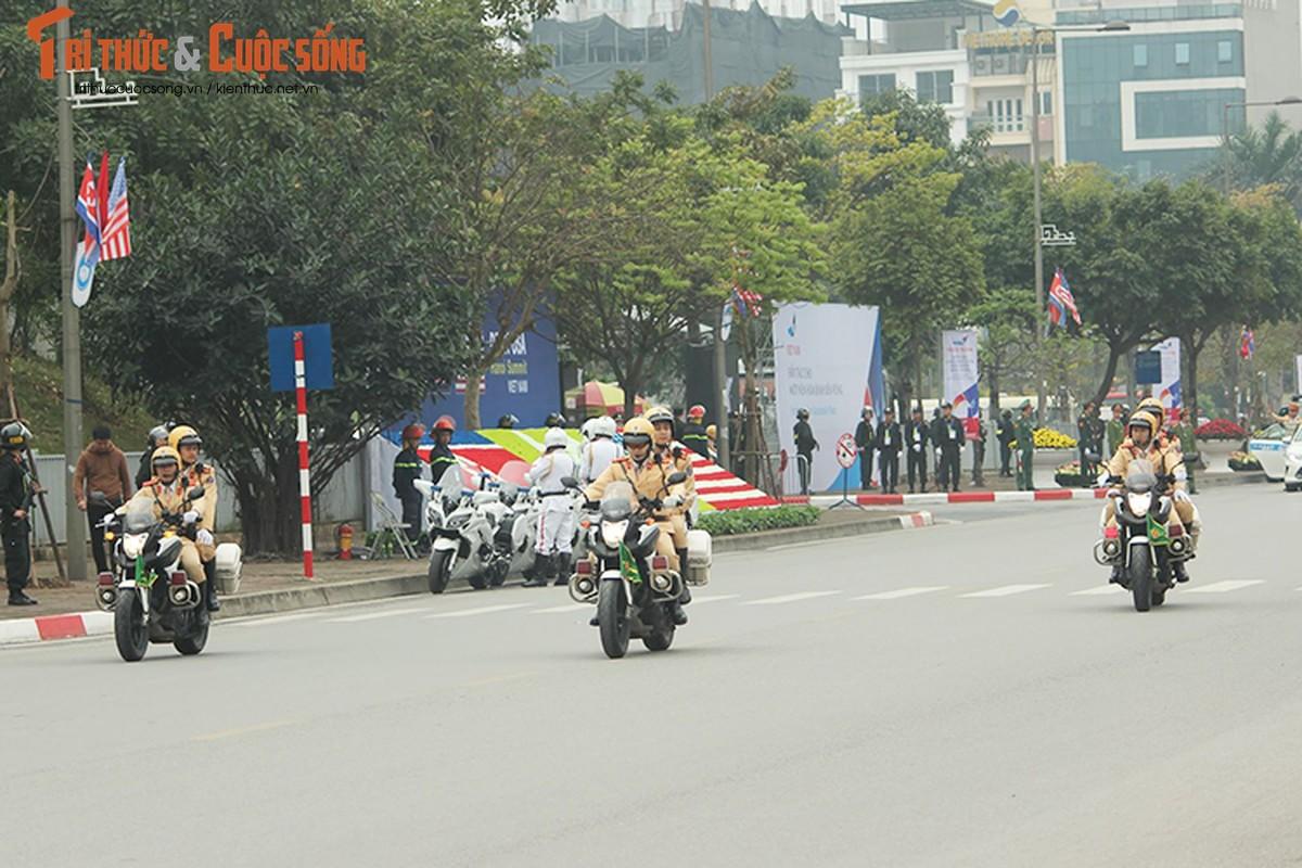 Can canh dan xe ho tong Tong thong Trump tai HN-Hinh-2