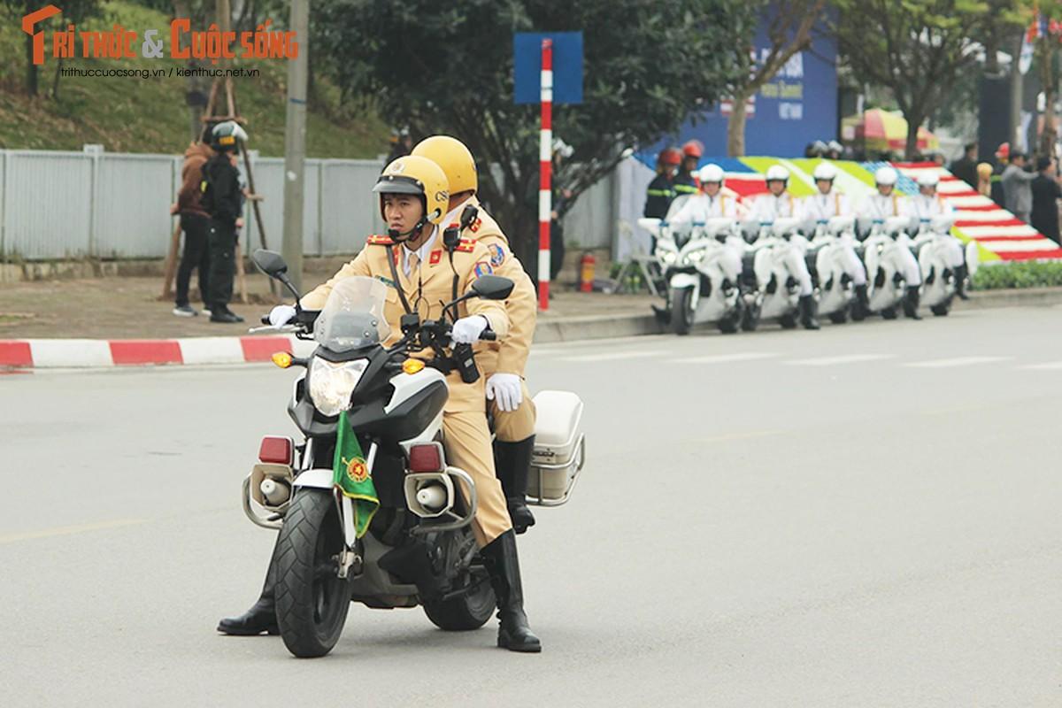 Can canh dan xe ho tong Tong thong Trump tai HN-Hinh-3