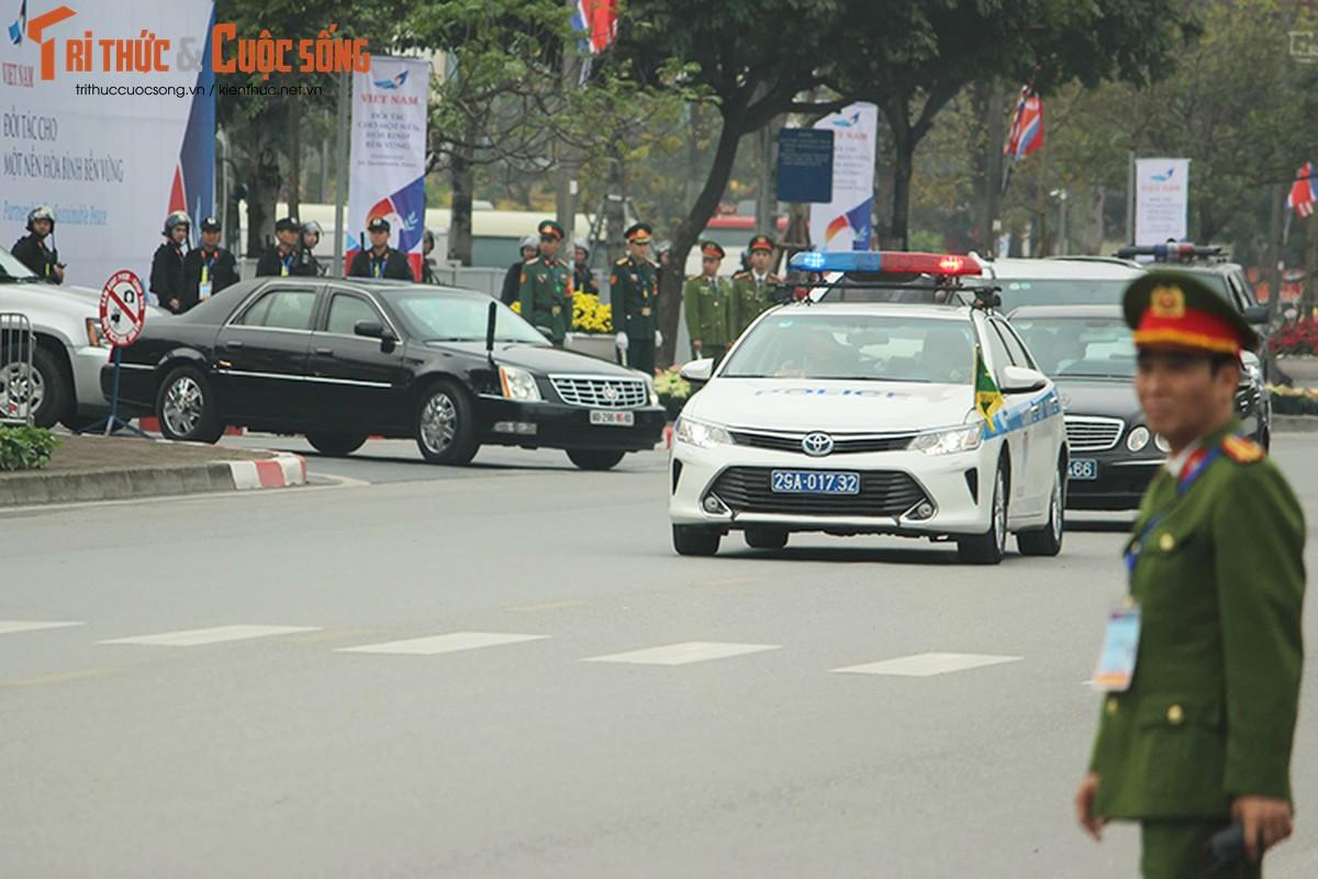 Can canh dan xe ho tong Tong thong Trump tai HN-Hinh-4
