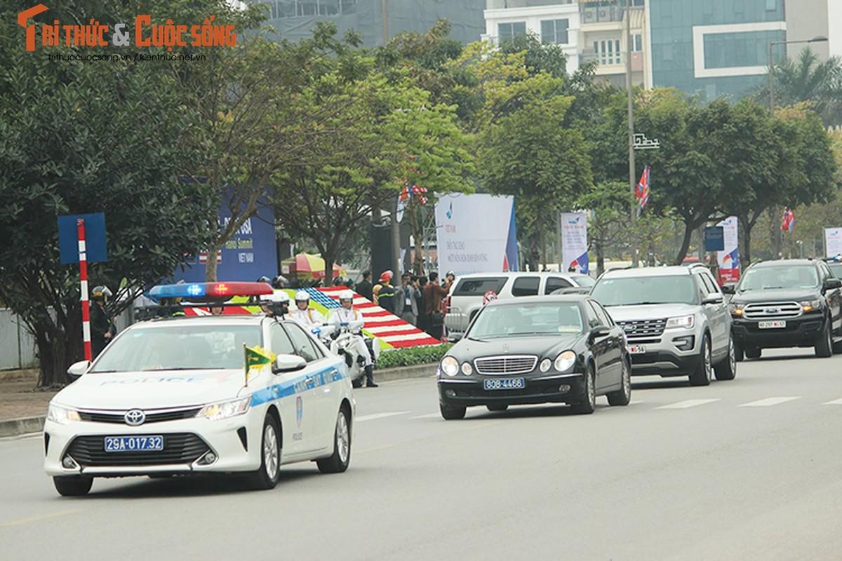 Can canh dan xe ho tong Tong thong Trump tai HN-Hinh-5