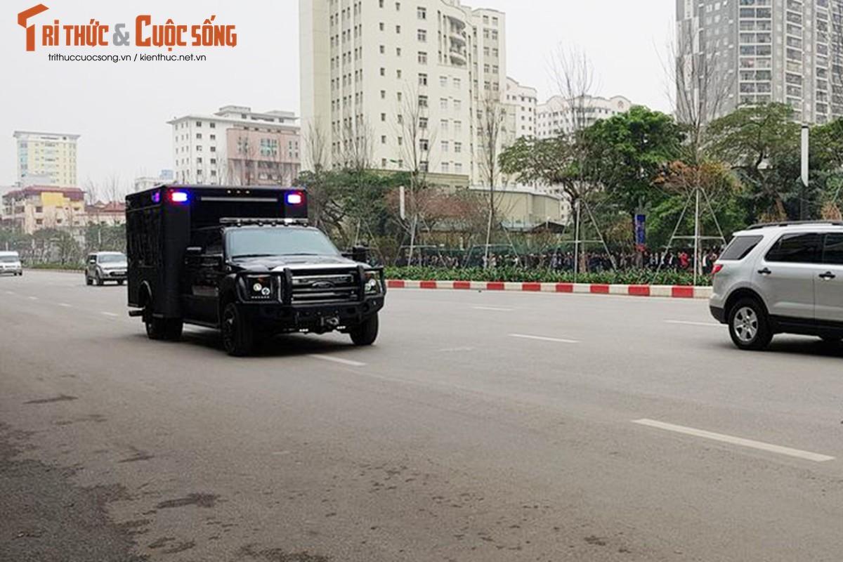 Can canh dan xe ho tong Tong thong Trump tai HN-Hinh-7
