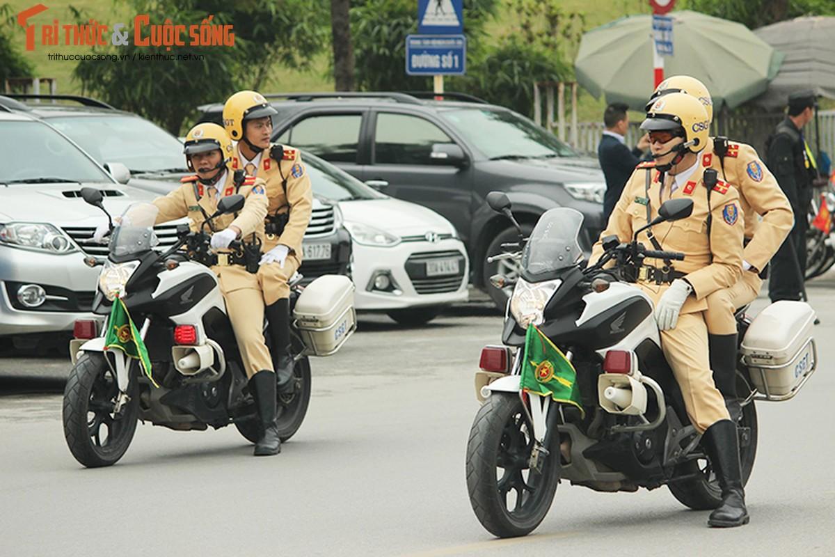 Can canh dan xe ho tong Tong thong Trump tai HN