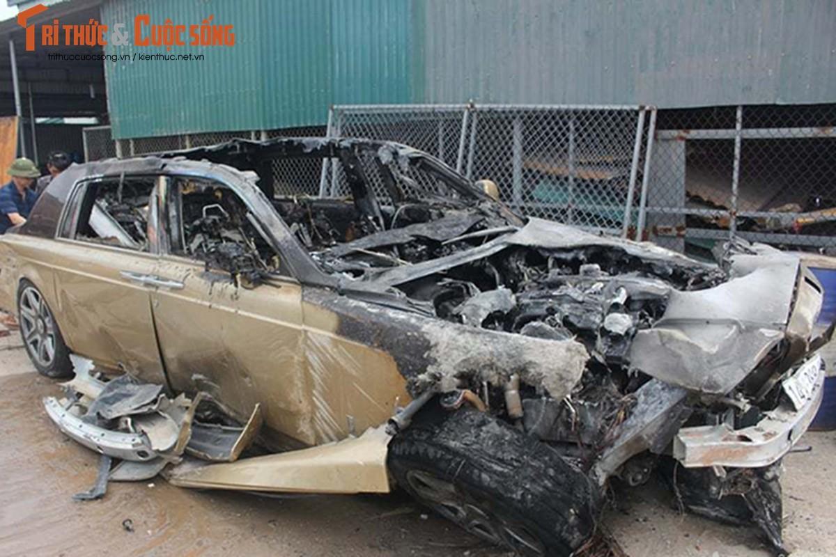 Can canh Rolls-Royce Phantom ma vang chay tro khung-Hinh-3