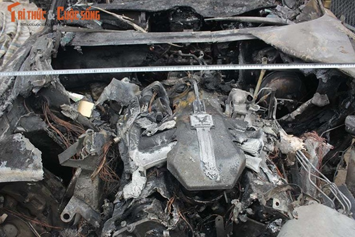 Can canh Rolls-Royce Phantom ma vang chay tro khung-Hinh-8