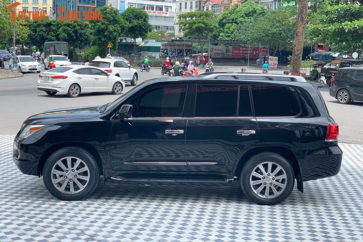 Lexus LX570 dung 10 nam chao ban 2,5 ty dong tai Ha Noi-Hinh-2