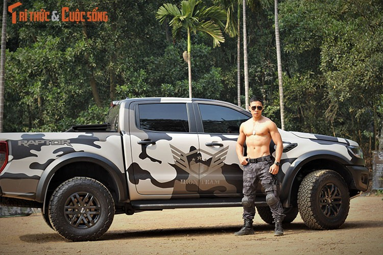 Ford Raptor tien ty do dang dan