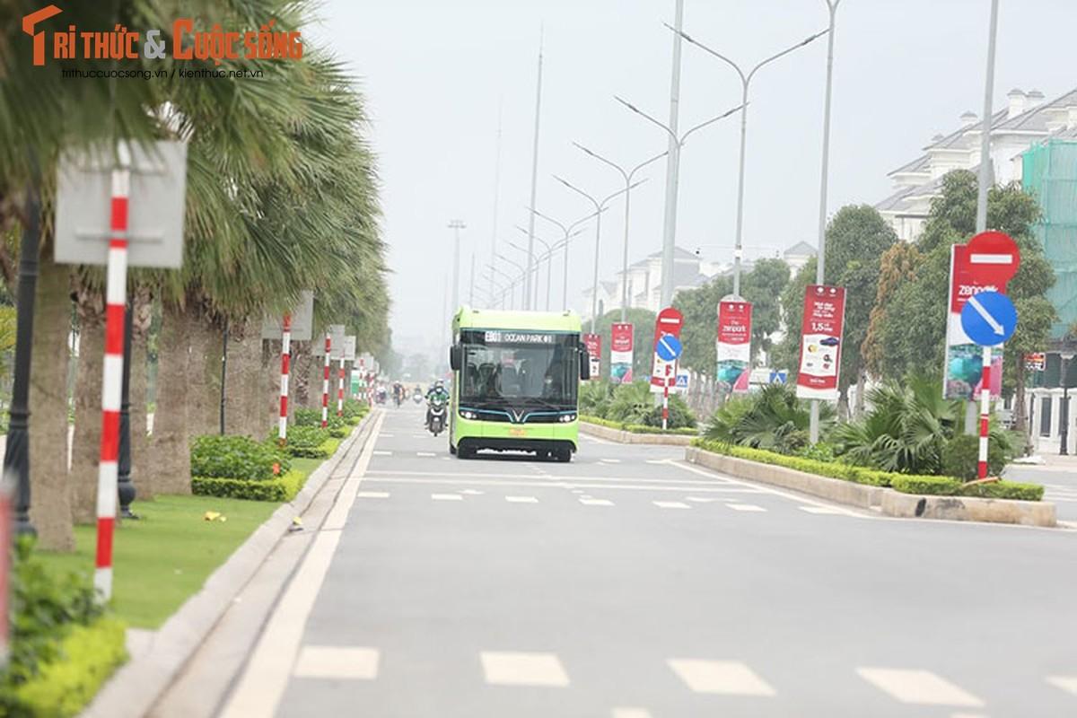 Can canh xe buyt dien Vinfast vua chinh thuc lan banh tai Ha Noi-Hinh-11