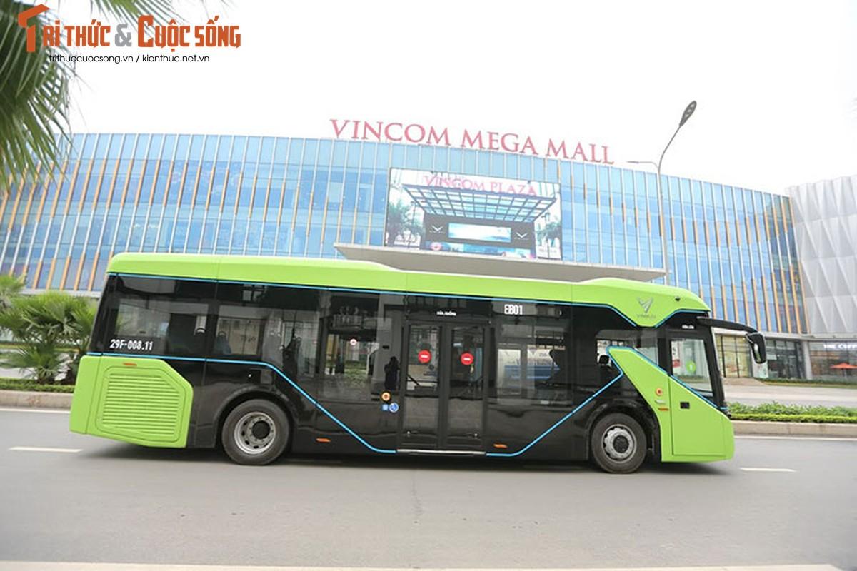 Can canh xe buyt dien Vinfast vua chinh thuc lan banh tai Ha Noi-Hinh-12