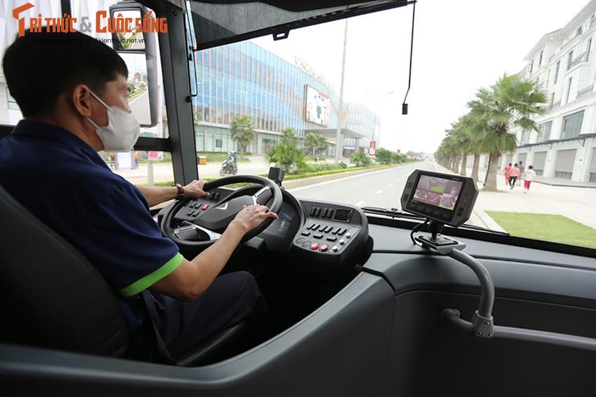 Can canh xe buyt dien Vinfast vua chinh thuc lan banh tai Ha Noi-Hinh-5