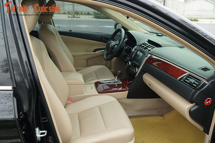 Can canh Toyota Camry 2014