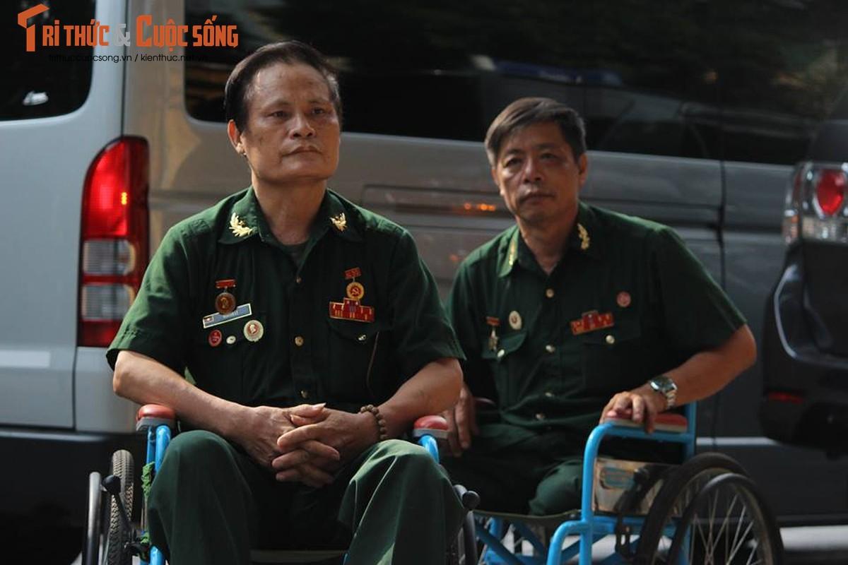 Cam dong hinh anh nhan dan xep hang vieng Chu tich nuoc-Hinh-3