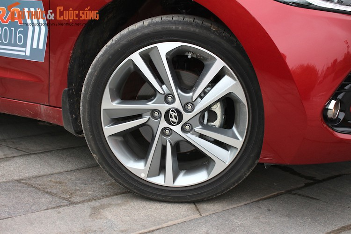 Can canh chiec Hyundai Elantra thu 5000 tai Viet Nam-Hinh-15