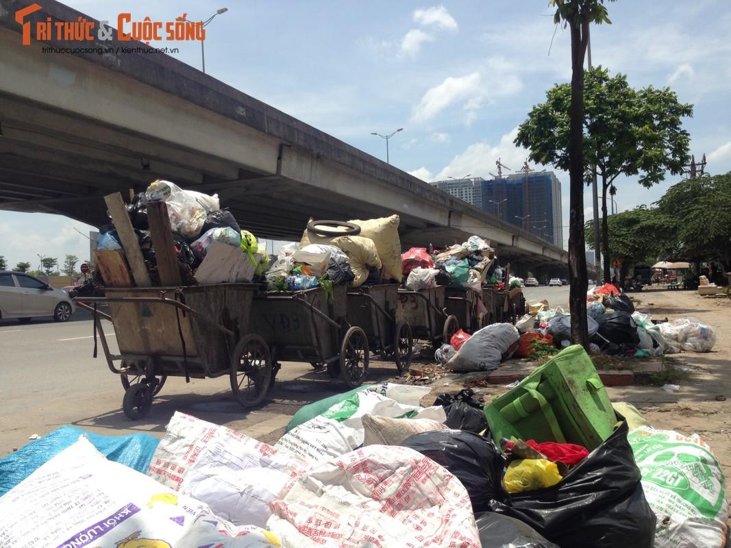 "Hang tram tan rac chat thanh ""nui"" giua thu do Ha Noi-Hinh-13"