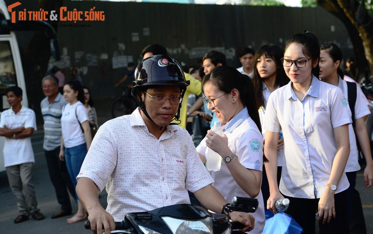 Anh: Thi sinh tu tin cuoi rang ro den thi THPT quoc gia 2018-Hinh-8