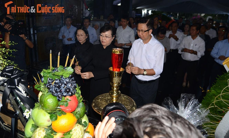 Bi thu Nguyen Thien Nhan xuc dong vieng tang Dong chi Nguyen Thi Thu-Hinh-13