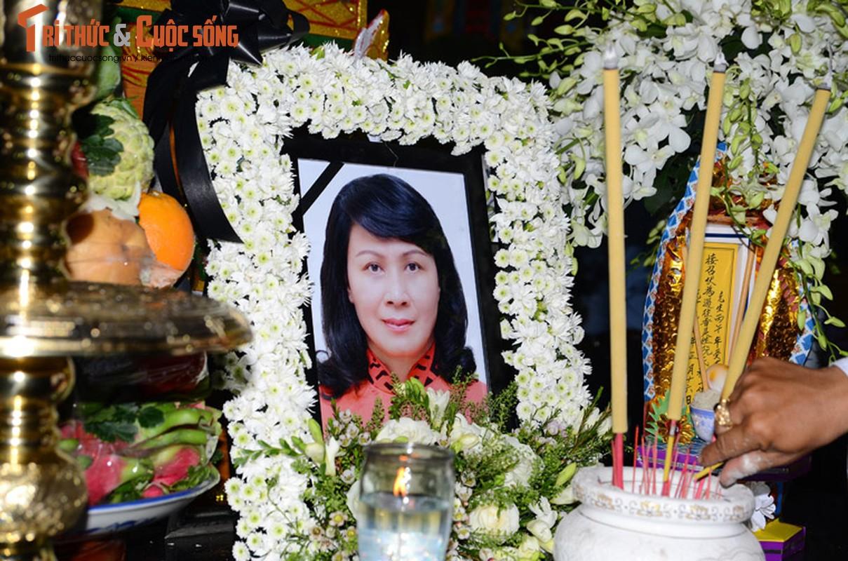 Bi thu Nguyen Thien Nhan xuc dong vieng tang Dong chi Nguyen Thi Thu-Hinh-2