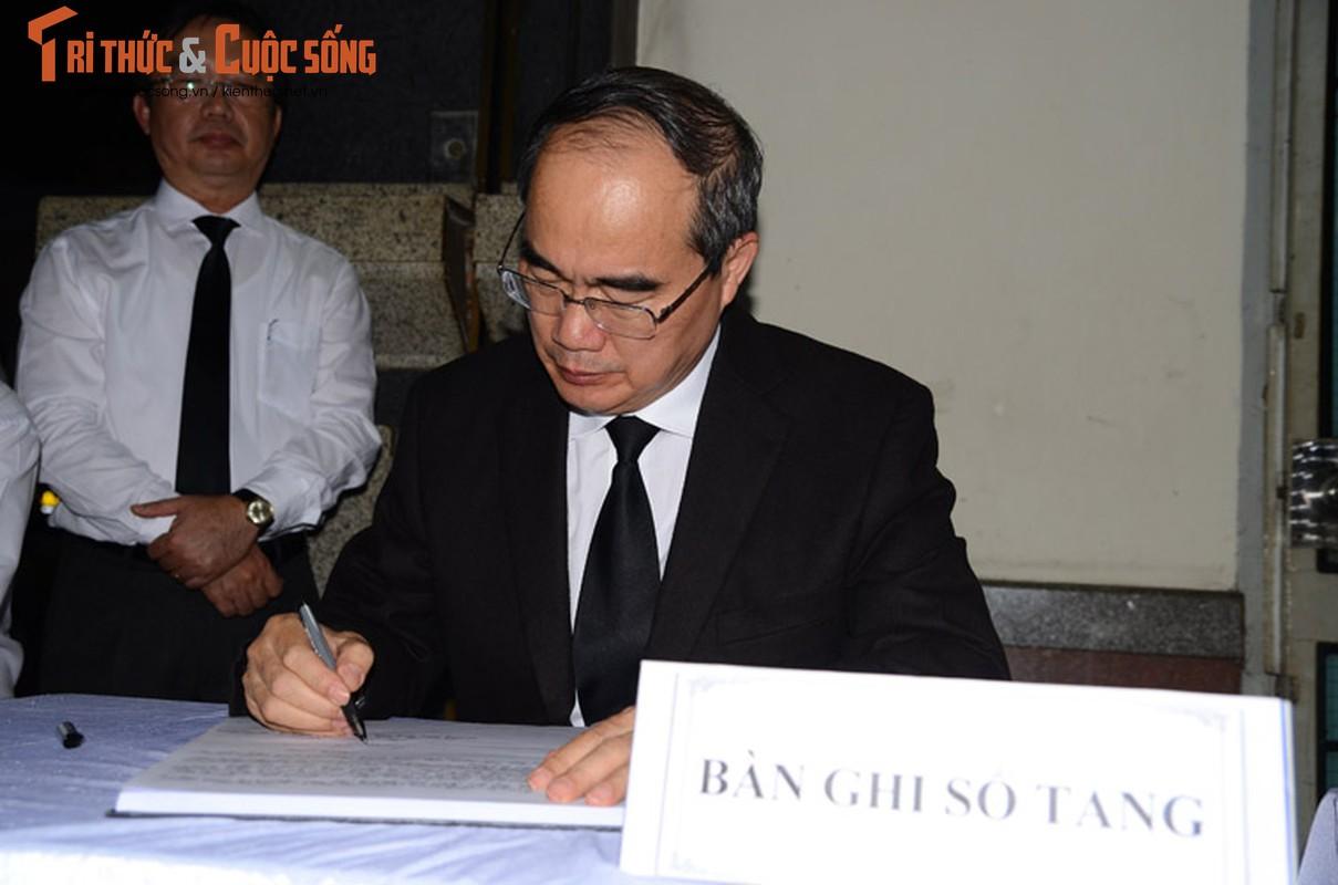 Bi thu Nguyen Thien Nhan xuc dong vieng tang Dong chi Nguyen Thi Thu-Hinh-6