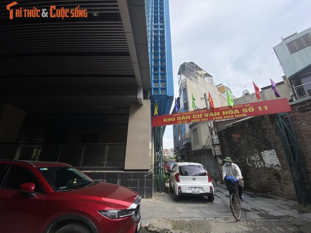 Ga cuoi Cat Linh - Ha Dong bi lan chiem thanh cho de xe, ban tra da-Hinh-2