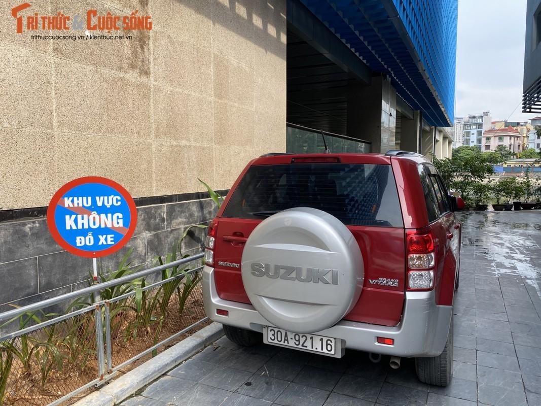 Ga cuoi Cat Linh - Ha Dong bi lan chiem thanh cho de xe, ban tra da-Hinh-3