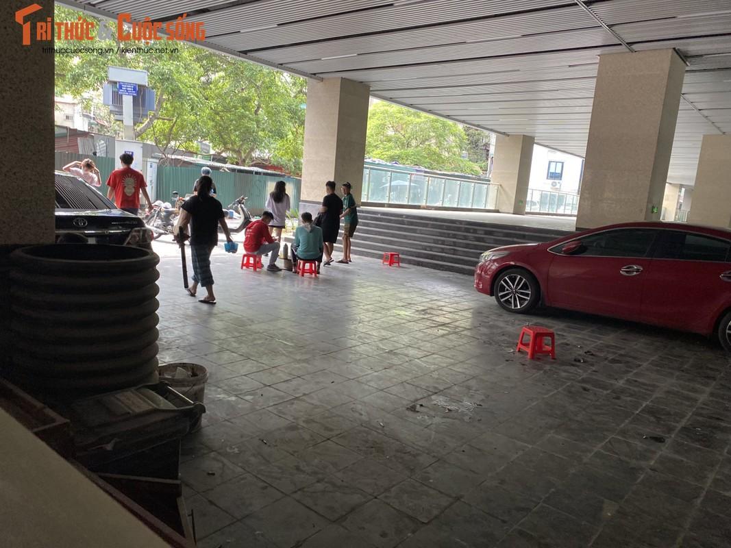 Ga cuoi Cat Linh - Ha Dong bi lan chiem thanh cho de xe, ban tra da-Hinh-7