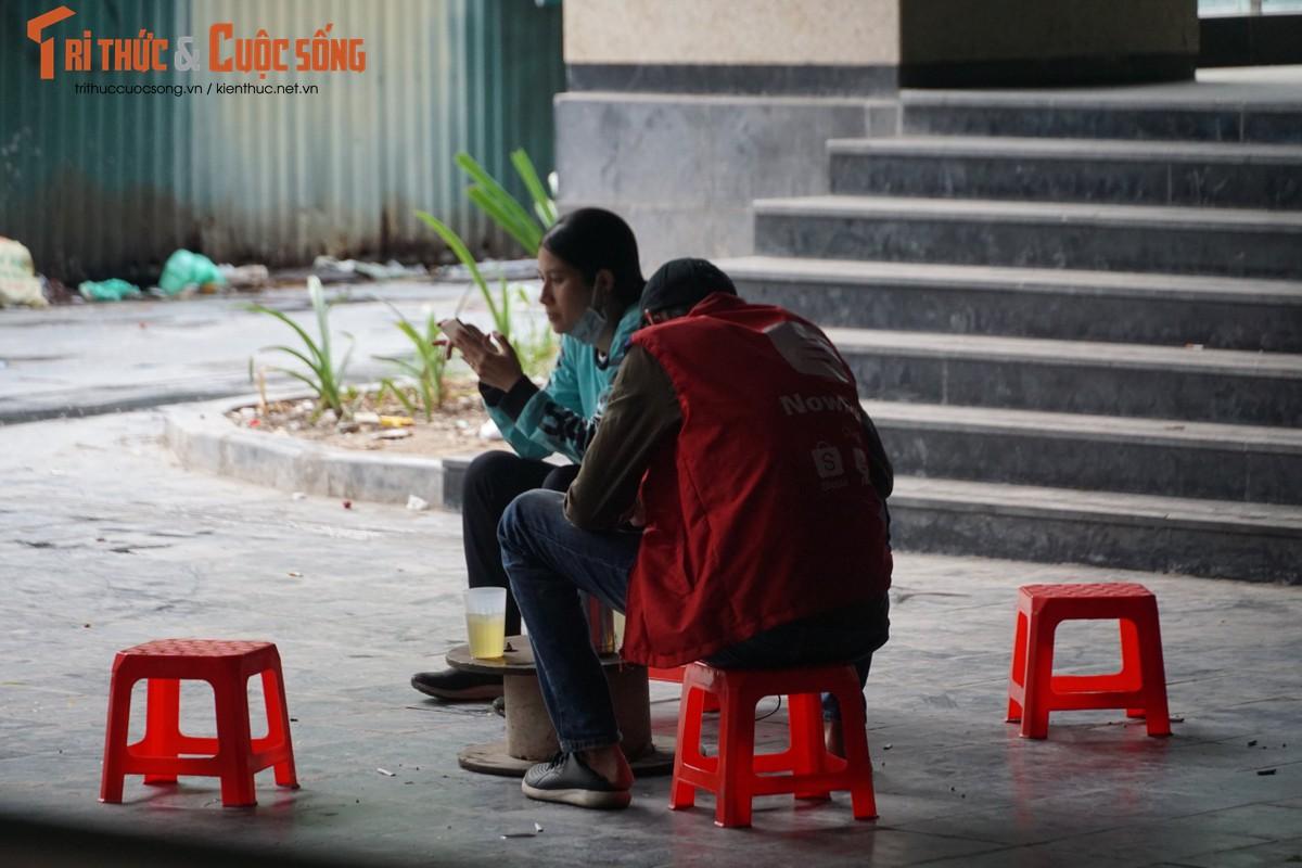 Ga cuoi Cat Linh - Ha Dong bi lan chiem thanh cho de xe, ban tra da-Hinh-8