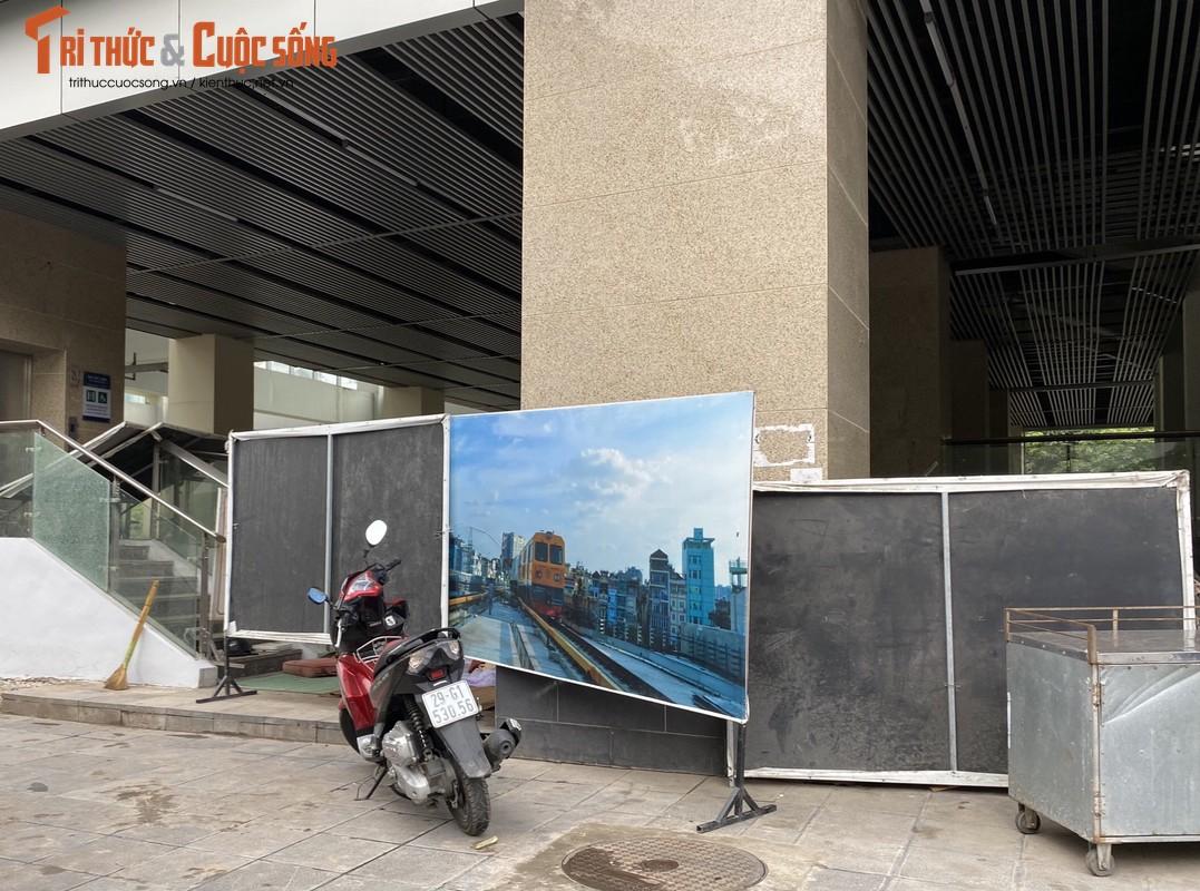 Ga cuoi Cat Linh - Ha Dong bi lan chiem thanh cho de xe, ban tra da-Hinh-9