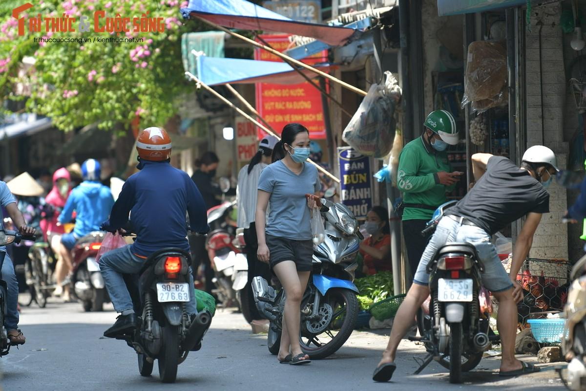 Cho xanh, cho tam dong duc trong ngay dau Ha Noi ap dung gian cach-Hinh-2