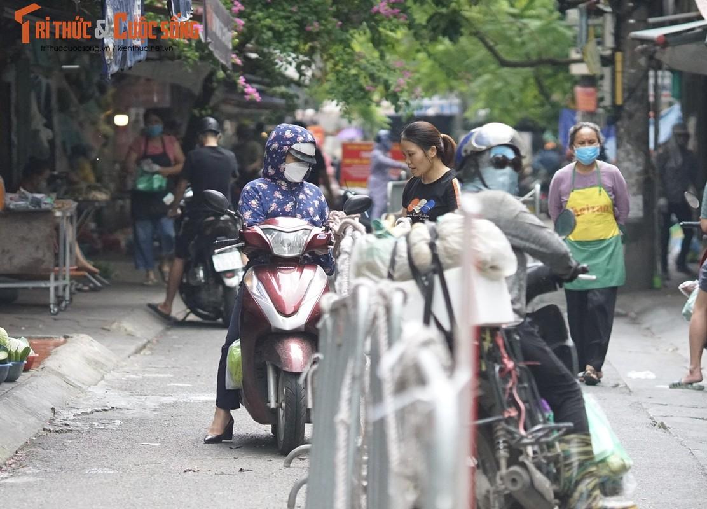 1001 kieu chong COVID-19 o cho dan sinh Ha Noi-Hinh-4