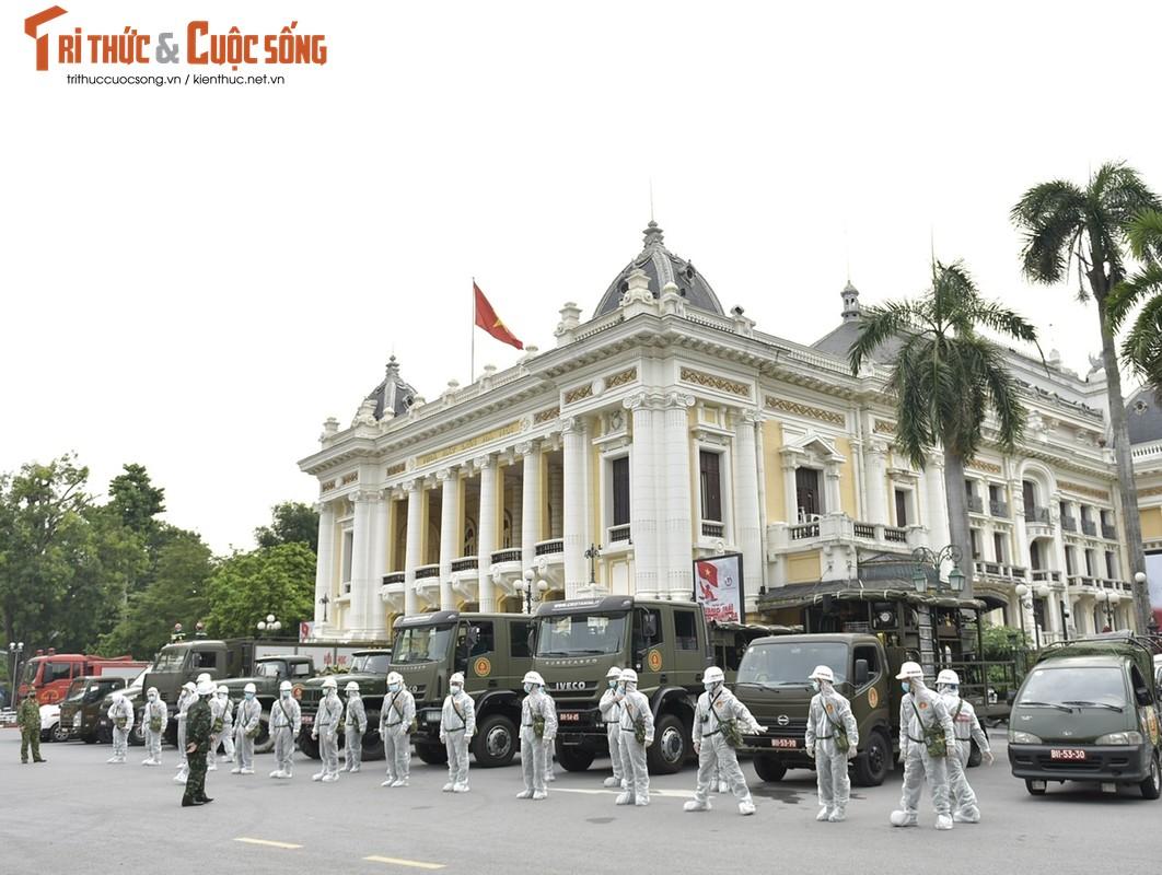 Xe dac chung Bo Tu lenh Hoa hoc ra quan phun khu khuan-Hinh-3