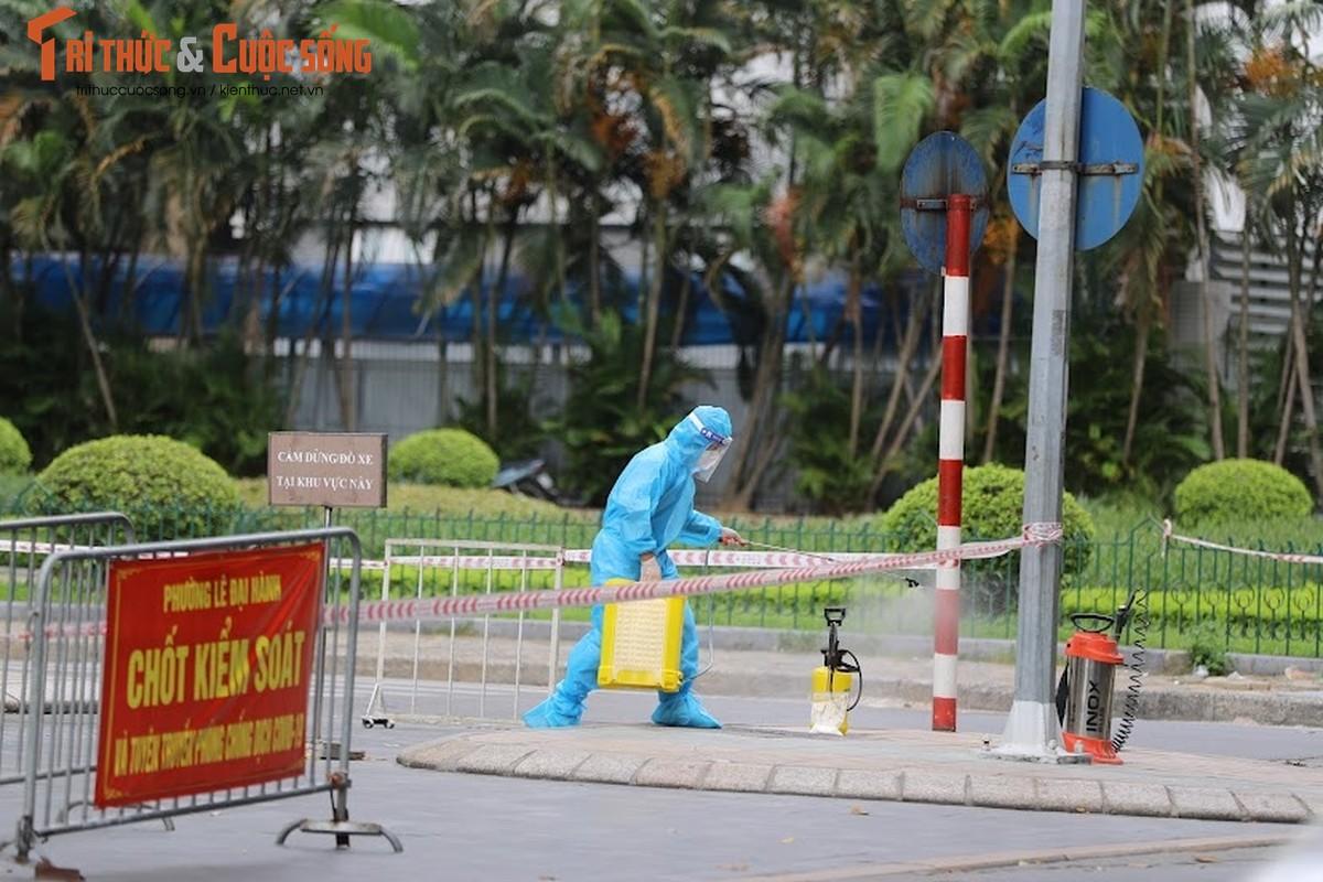 Ha Noi: Phong toa TTTM Vincom Ba Trieu do lien quan ca F0-Hinh-10