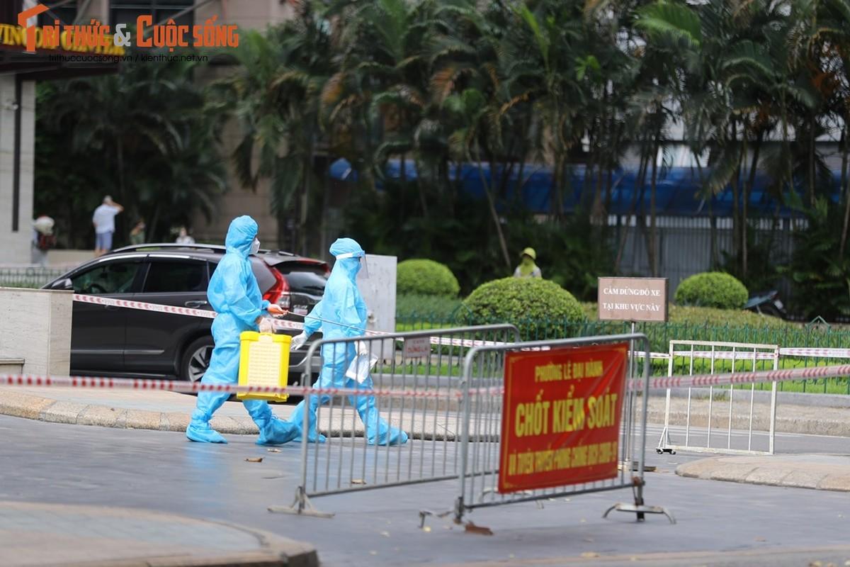 Ha Noi: Phong toa TTTM Vincom Ba Trieu do lien quan ca F0-Hinh-9