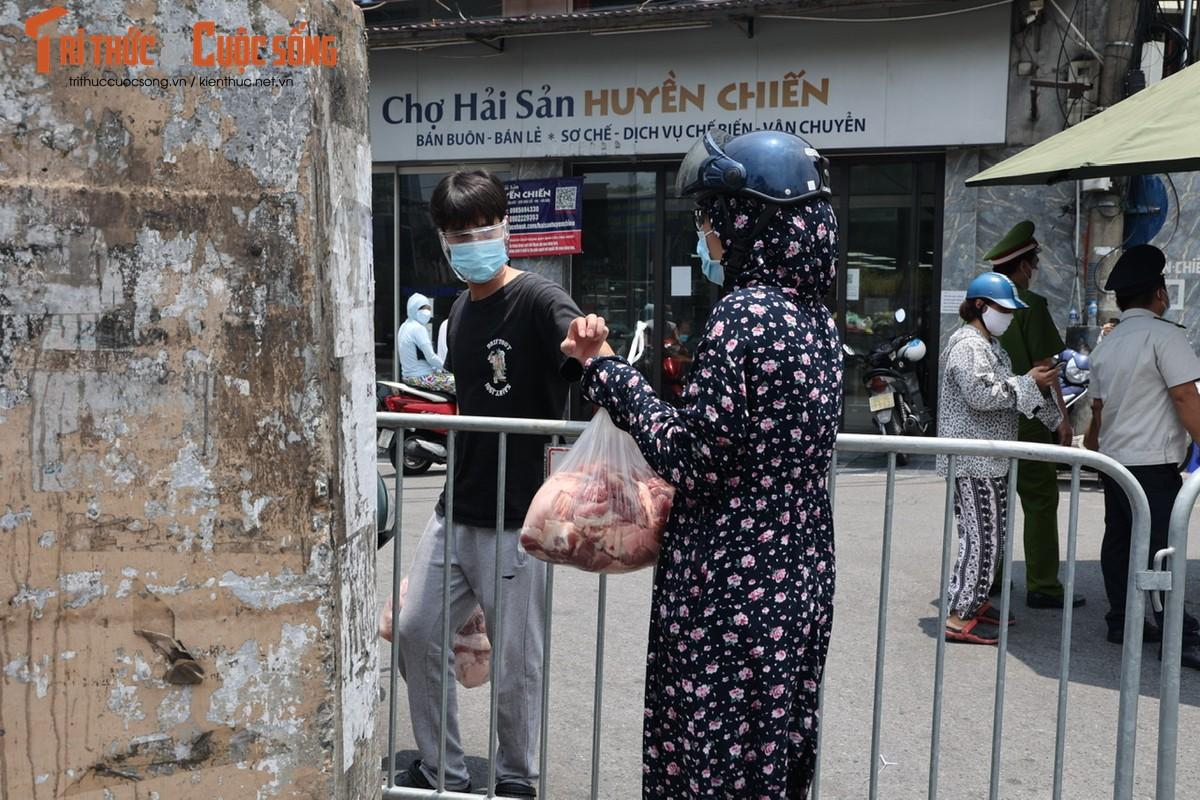 Bat chap lenh phong toa, nguoi dan phuong Chuong Duong van tiep xuc nhieu shipper-Hinh-5