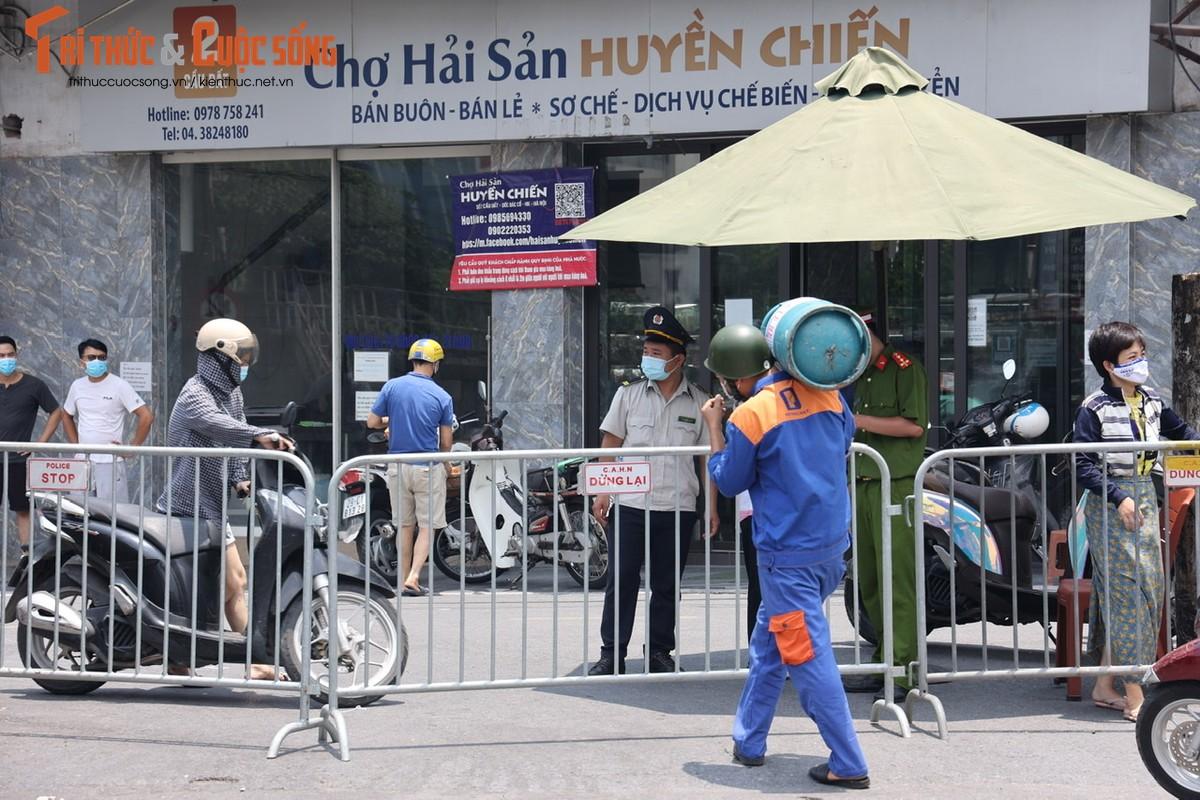 Bat chap lenh phong toa, nguoi dan phuong Chuong Duong van tiep xuc nhieu shipper-Hinh-7