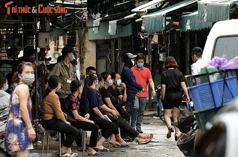 Loat cho dan sinh lon o Ha Noi bi phong toa do COVID-19-Hinh-4