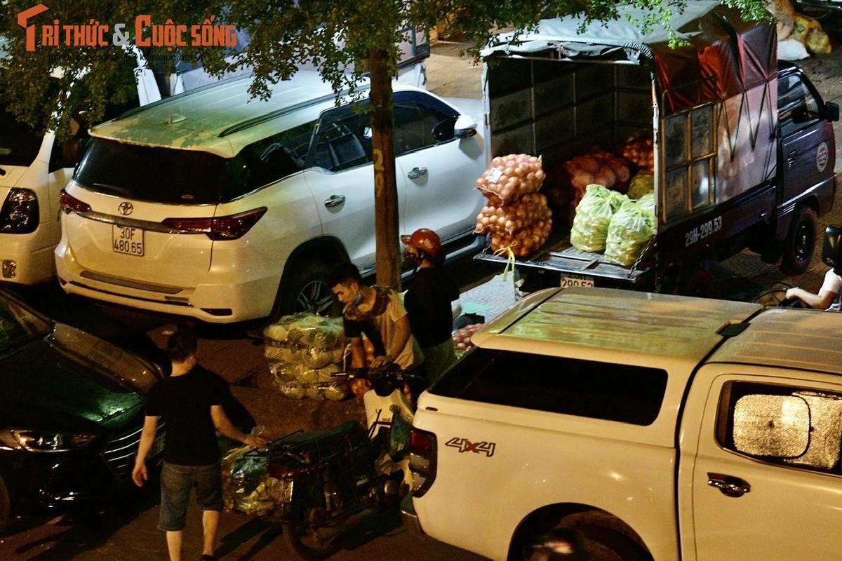 Cho Long Bien bi phong toa, tieu thuong nhon nhip hop cho… giua duong-Hinh-4