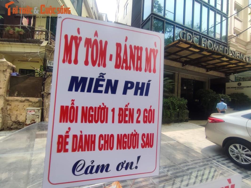 """Ha Noi: Xuat hien """"cho 0 dong"""" khap noi ho tro nguoi ngheo-Hinh-5"""