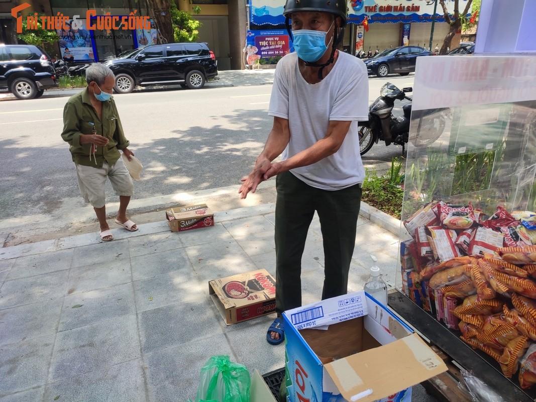 """Ha Noi: Xuat hien """"cho 0 dong"""" khap noi ho tro nguoi ngheo-Hinh-7"""