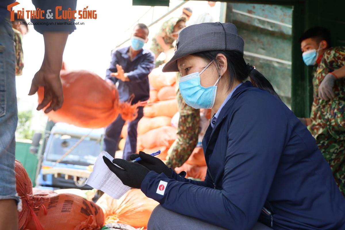 """400 tan hang hoa, nhu yeu pham len duong vao Nam """"tiep suc"""" chong dich COVID-19-Hinh-5"""