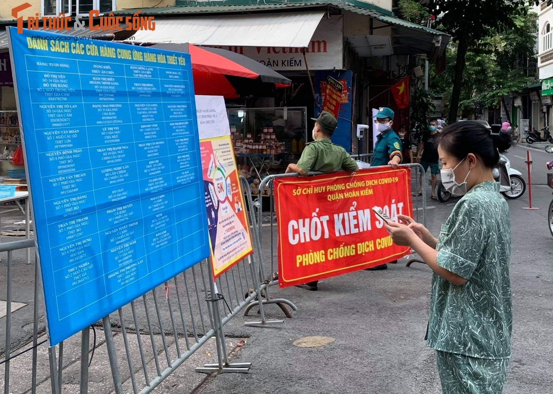 """Cho """"nha giau"""" Hang Be mo lai: Nguoi mua ban phai quet QR, khai bao thong tin"""