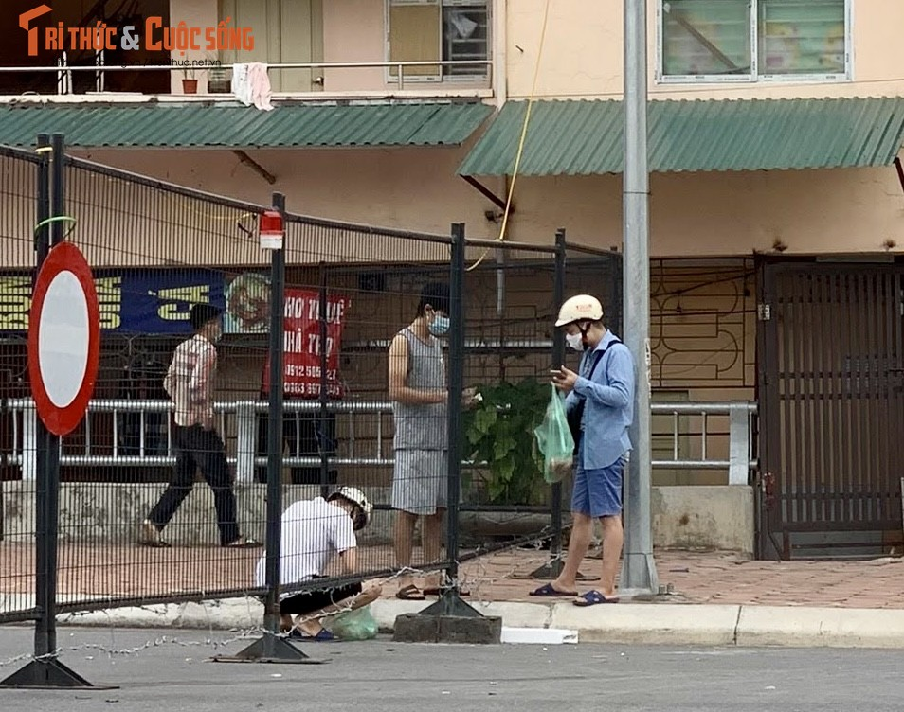 Co Nhue 2: Nguoi dan vuot rao, thong chot di cho...