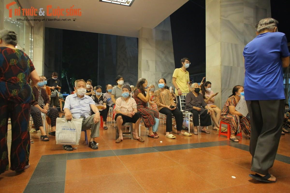 Nguoi dan Ha Noi di tiem vac xin trong toi muon-Hinh-11