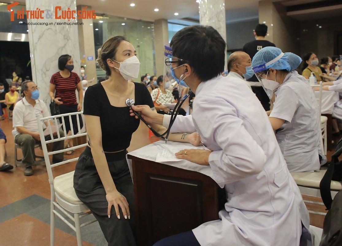 Nguoi dan Ha Noi di tiem vac xin trong toi muon-Hinh-6