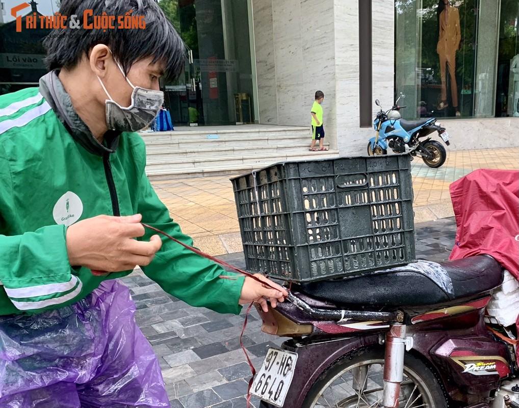 Xuc dong be trai 4 tuoi theo bo di ship hang khap Ha Noi-Hinh-8
