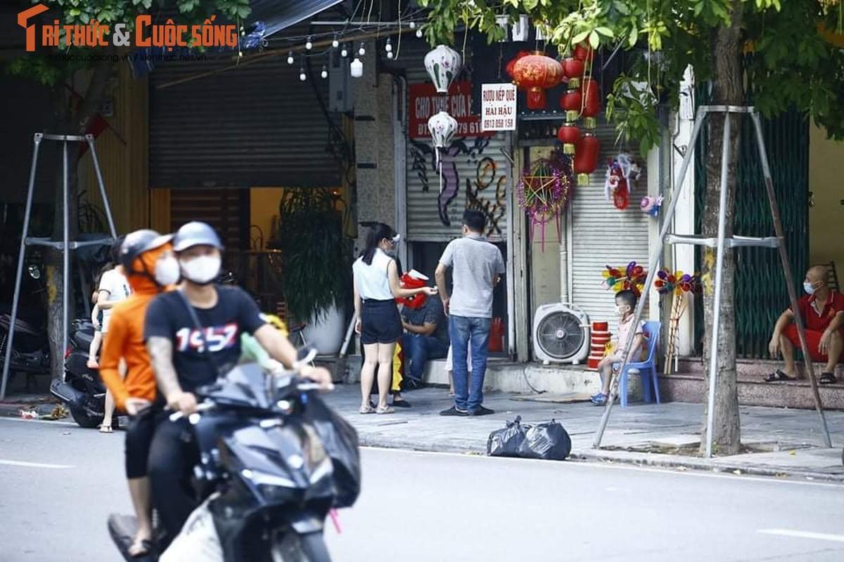 Len lut mo ban do choi, pho Hang Ma bi dung rao