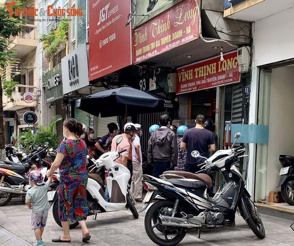"""""""Ong lon"""" banh Trung Thu vang khach, cua hang truyen thong xep hang nuom nuop-Hinh-11"""
