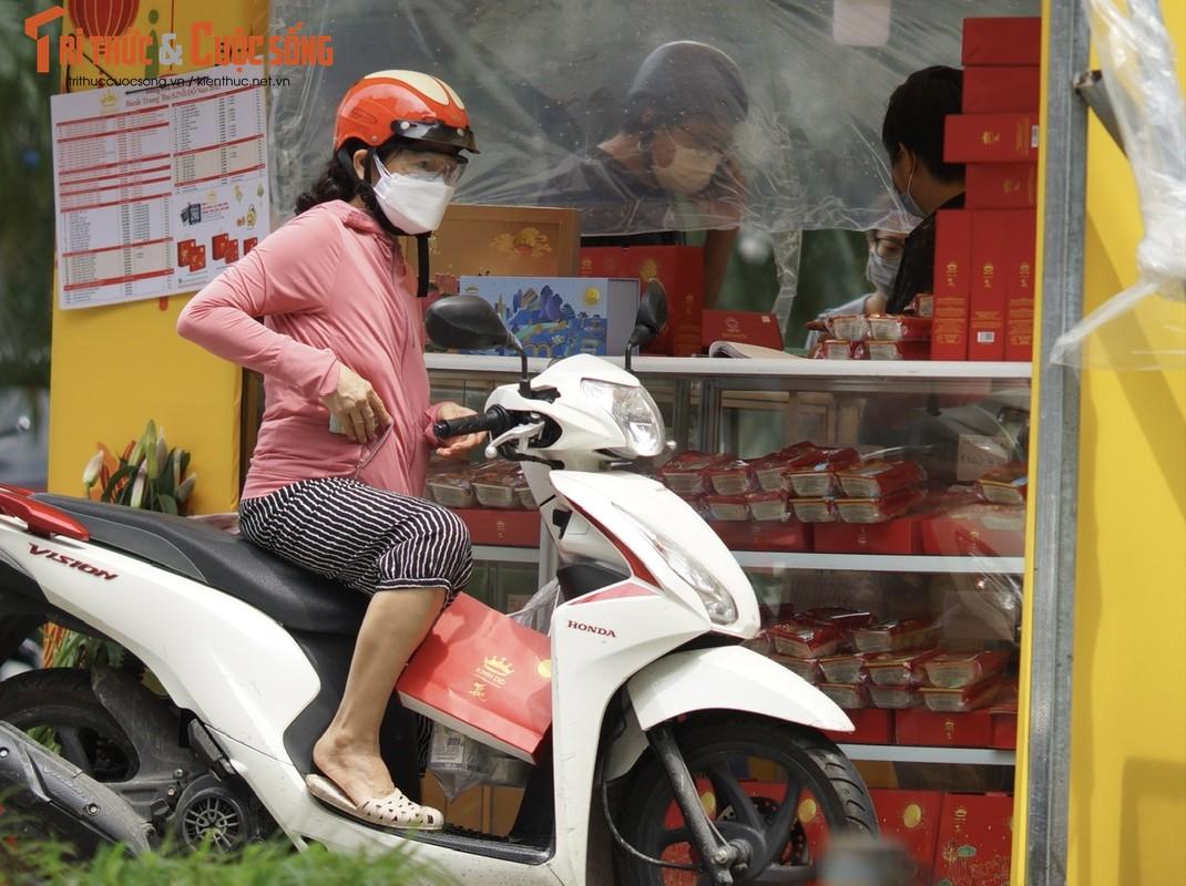 """""""Ong lon"""" banh Trung Thu vang khach, cua hang truyen thong xep hang nuom nuop-Hinh-4"""