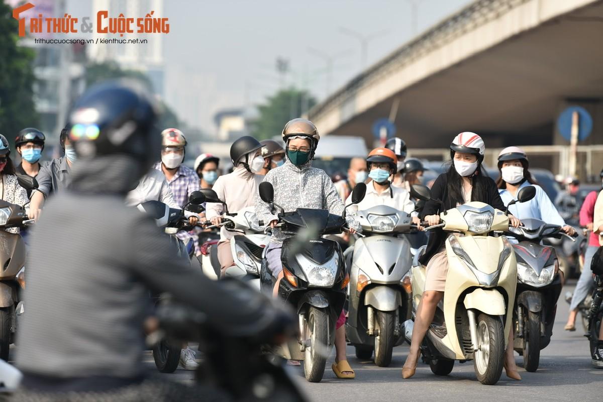 """Cac """"diem nong"""" giao thong Ha Noi the nao sau 2 thang gian cach?-Hinh-20"""